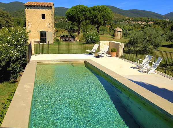 Location de charme en luberon vaugines for Club piscine cabanon